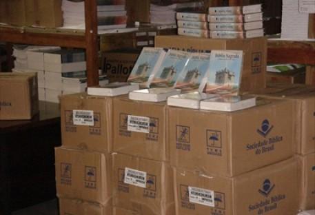 IECLB doa bíblias para Moçambique e Angola