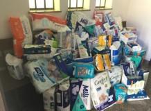 OASEs da Paróquia da Paz de Blumenau doam fraldas geriátricas para casa asilar